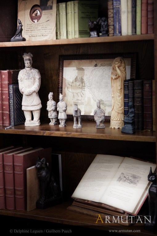 ©#armutan ©#delphineleguen ©#guilhempuech #explorateurs #bibliothèque #statuettes #histoire #civilisations #aventuriers