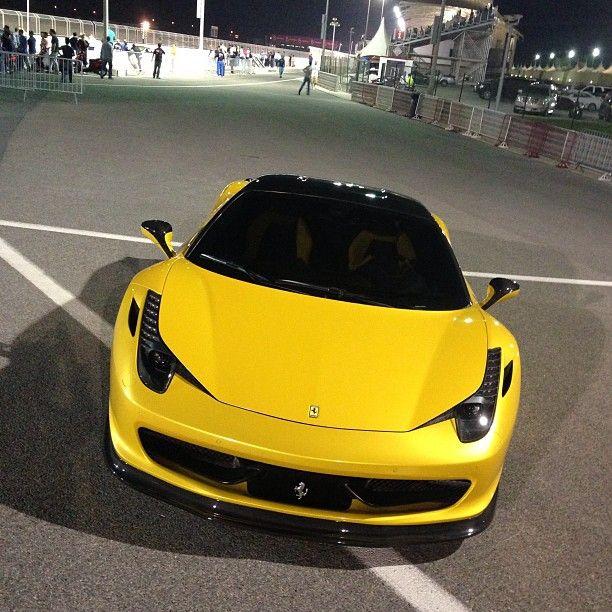 Merveilleux Beautiful Black Ferrari FF Taking On The City!