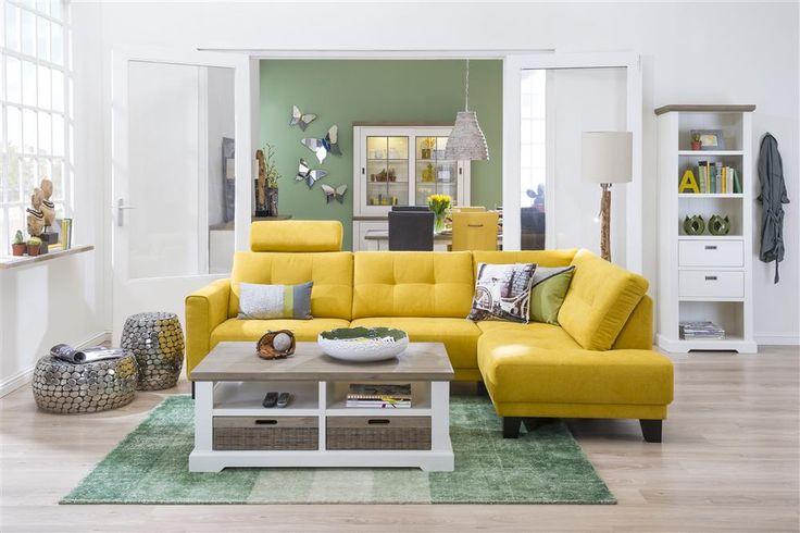 Albury hoekbank | Ruime 3 zits met ottomane. Fraaie blikvanger. #hoekbank #geel #buffetkast #boekenkast #salontafel #tapijt