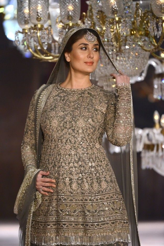 Every single picture is royally stunning and you can probably tell that I am running out of things to say. | Here Are 10 Photos Of Kareena Kapoor Khan Walking The Ramp At LFW In All Her Pregnant Glory