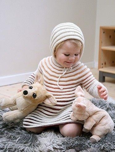 fd3d792b Pickles - Trappetroll-kjole - Strikkeoppskrift / garnpakker | Baby ...