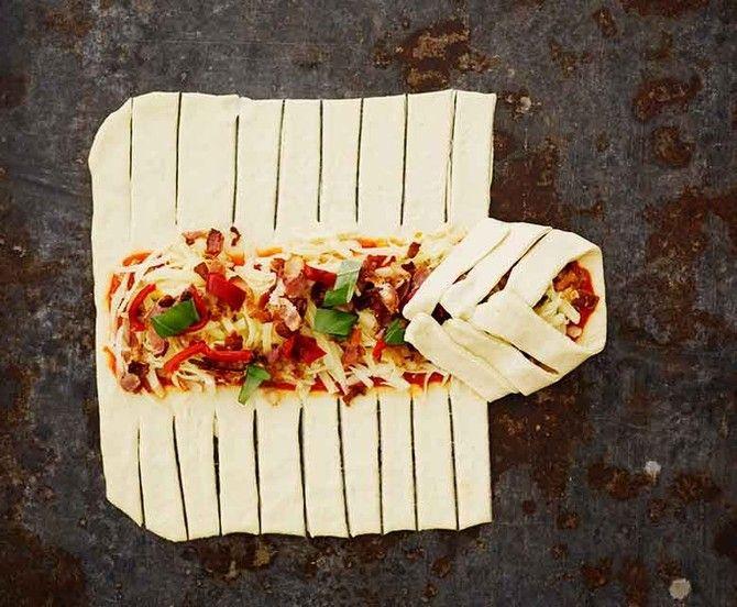 Muotoseikoista on turha kiistellä, mutta onhan se nyt hauskaa, kun pizza hakee mallia täytepitkolta.