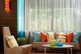 Somos especialistas en confección de cortinas, edredones, cojines, restauración de muebles y más. Le brindamos toda la asesoría que requieres para embellecer tus espacios.