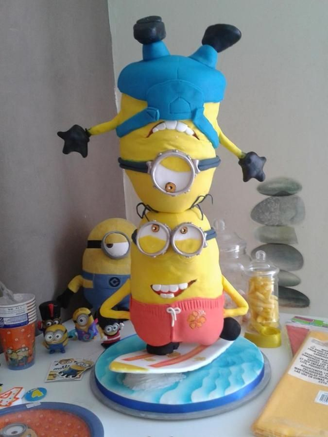 Sea surfing acrobat Minions - Cake by Cake Towers