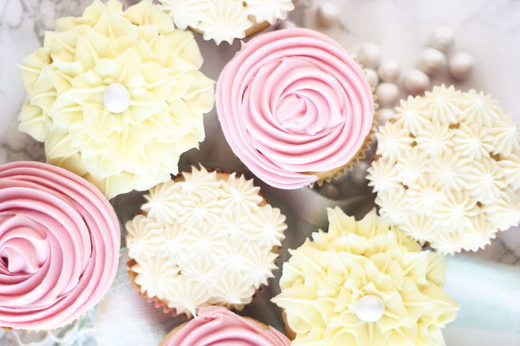 It doesn't matter if you need a cute dessert for Easter, Spring, a baby shower, a tea party, or just because; these beautiful and easy to make flower cupcakes are a great treat to make.