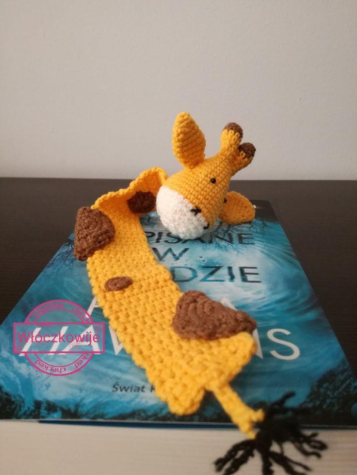 Giraffe crochet bookmark.