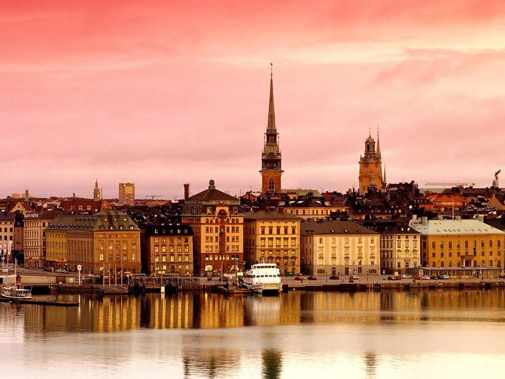 Coucher de soleil rosé sur stockholm, Suède. #croisière #croisierenet.com…