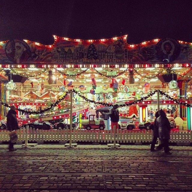 #Weihnachtsmarkt #rostock #chrismas #kommerz #lights #ig_germany #dailypic #perspective #germany  (hier: Rostocker Weihnachtsmarkt)