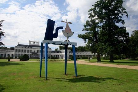Een werk van Klaas Gubbels in de tuin van Paleis Soestdijk CREDITS: Werner van den Belt Klaas Gubbels is één van de belangrijkste nog levende Nederlandse k