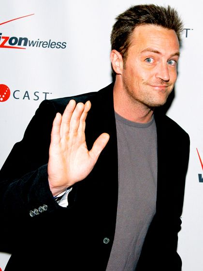 awww poor thing.. Matthew Perry Matthew Perry  Ouch! The actor reportedly lost the tip of his right middle finger due to a nursery school accident that involved a door.   Read more: http://www.usmagazine.com/celebrity-body/pictures/stars-with-weird-body-parts-2013259/33084#ixzz2giZP4z6m  Follow us: @Us Weekly on Twitter | usweekly on Facebook