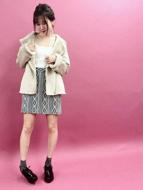 秋先取りstyle✨ 幾何学柄の台形スカートに ムートンアウターを合わせて vintageスタイルの