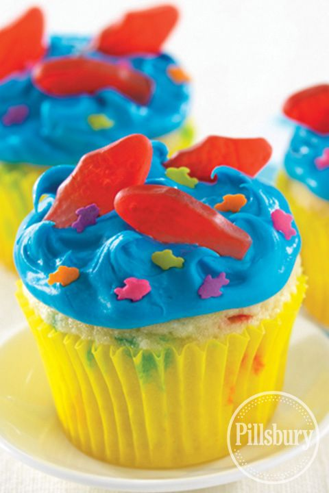 """Aqua Blue Seaside Cupcakes from Pillsbury® Baking are great for an under-the-sea themed kids b-day party. Create """"waves"""" with the frosting by pulling your knife quickly away from the surface. #GoBold"""