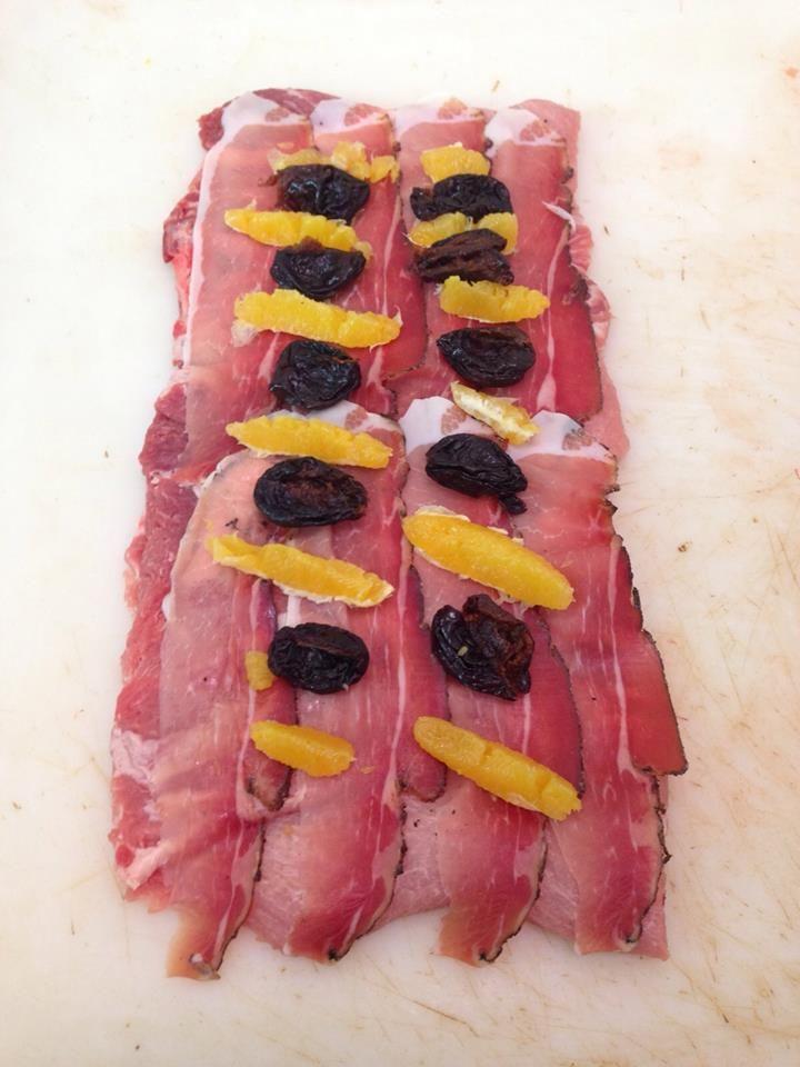 Arrosto di maiale farcito con speck, arancia, prugne secche e pennellato di salsa al pepe rosa.  Buon appetito! www.macellerialacarne.it