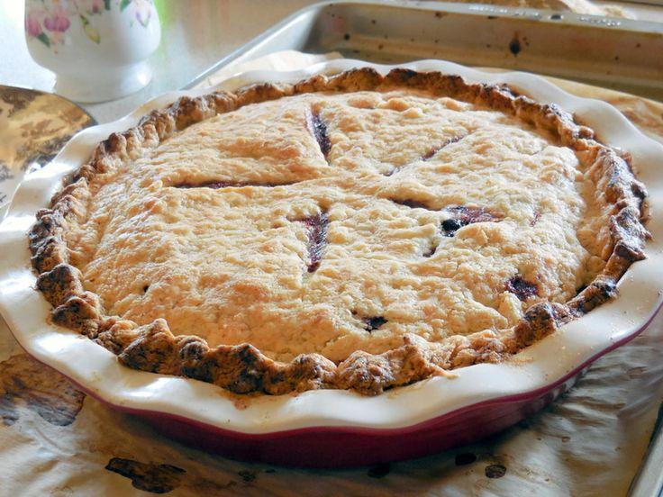 aronia berry pie, homemade pie, summer berry pie
