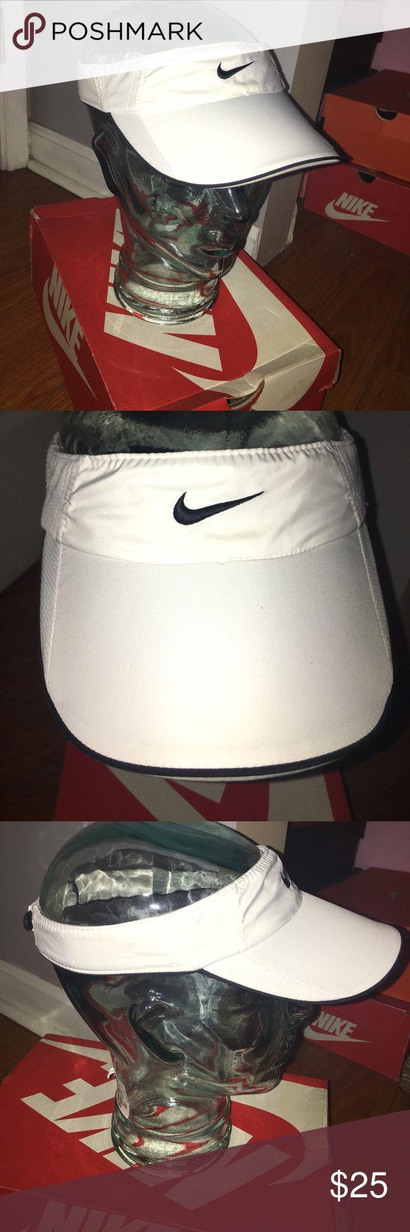 😎Nike Sun Visor Hat🤙🏼 Rarely Worn!😱😱😱 Nike Accessories Hats