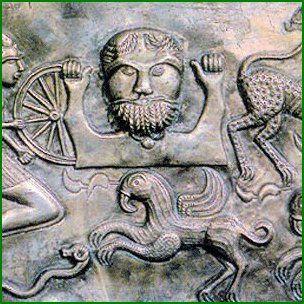 Comme tous les peuples celtes, les Gaulois sont polythéistes et ils adorent près de 400 divinités différentes représentant les forces naturelles (ciel, tonnerre, terre, vent, soleil…) ou des animaux (sanglier, ours, cheval  TARANIS Dieu du ciel et tonnerre