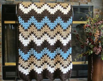 habitación decoración de ganchillo ondulación chevron manta mar azul, marfil, taupe y marrón hecho a mano por DonnasPinsandNeedles listo para enviar