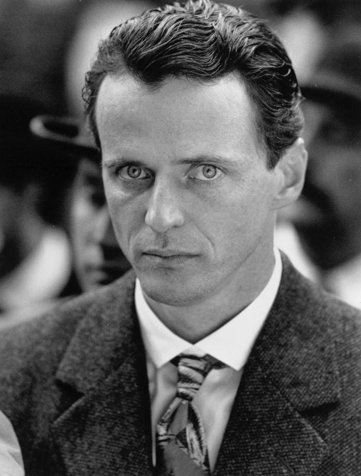 Aidan Quinn in Höstlegender (1994) http://www.movpins.com/dHQwMTEwMzIy/legends-of-the-fall-(1994)/still-641306112