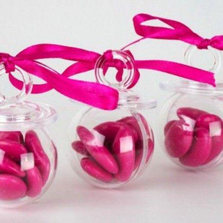 Une tétine à dragées transparente en pléxi pour offrir des dragées et célébrer la naissance de votre bébé. Un contenant à dragées tétine transparent qui pourra recevoir environ 7 dragées aux amandes ou au chocolat .