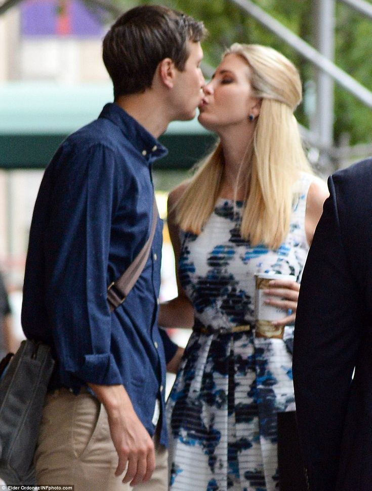 Ivanka Trump and Jared Kushner share a smooch outside New York apartment   Daily Mail Online
