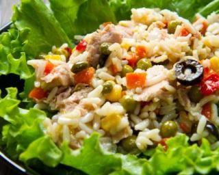 Salade de riz niçoise aux petits pois et poivron rouge : Savoureuse et équilibrée | Fourchette & Bikini