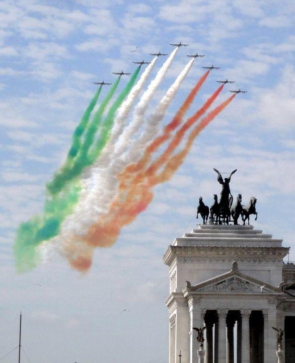 Frecce Tricolori su Roma - @Lauren Davison Lanpher @Selina McCale @Amy Lyons Davidson we were there on this day!