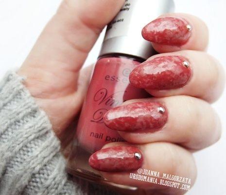 plastic wrap nails #nails #nailsart #plasticwrap #studs