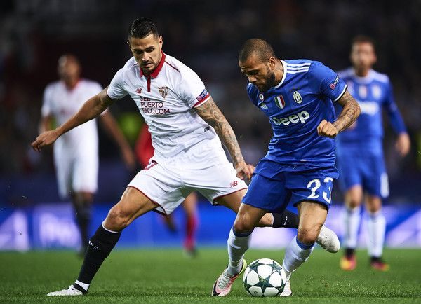 "Victor Machin Perez ""Vitolo"" of Sevilla FC (L) competes for the ball with Daniel Alves of Juventus (R) during the UEFA Champions League match between Sevilla FC and Juventus at Estadio Ramon Sanchez Pizjuan on November 22, 2016 in Seville, ."