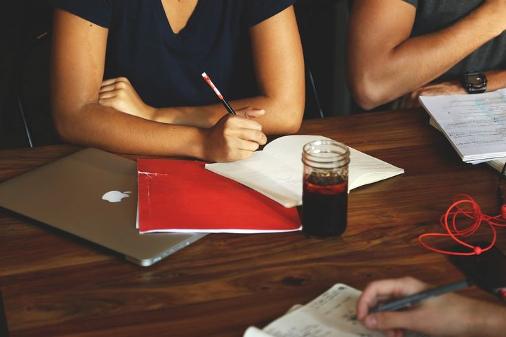 These 7 meeting tips will keep you organized and focused whether you are running the meeting or an attendee. Learn how to master meetings today.