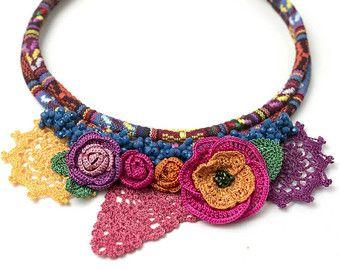 Collana-artigianali etnici Crochet collana, rilievo di cristallo Dichiarazione Gioielli, Crochet Foglia & Necklace Rose, Fiber Art, TRASPORTO LIBERO