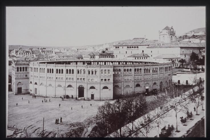 Imagen (con fecha desconocida) de la plaza de toros del Triunfo. Archivo de IDEAL