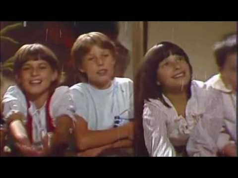 Veselé Vánoce / Vánoce, Vánoce přicházejí (1987) - YouTube