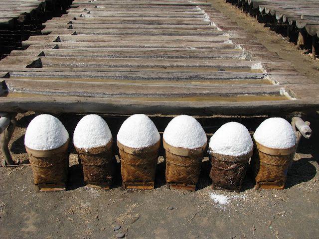 Seasalt process in Amed, Bali     www.travelling-bali.com