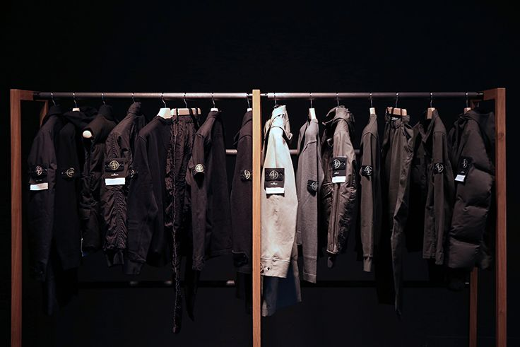 STONE ISLAND: REFLECTIVE RESEARCH '992 – '015 41 Greene St, New York, NY 10013 October 15th - November 15th 2015 Hours: Thursday—Saturday, 11am-7pm, and Sunday, 12pm-6pm.