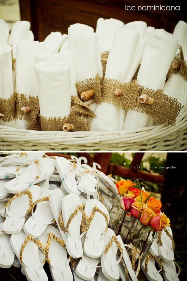 get comfortable! beach sandals as wedding souvenirs