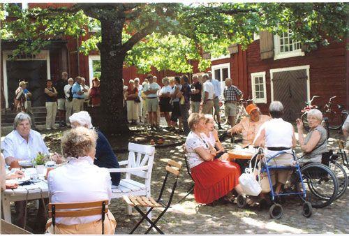 Sommarcafé och loppis - Krusagården Eksjö - Öppettider 2 - 30 Juli: må-fre kl 11:00-17:00, lör kl 11:00-15:00 - Snart är det dags för Sommarloppis. Start 2 juli och vi håller på t.o.m 30 juli.