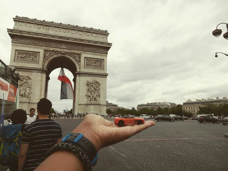 #toytrips round and round around the #arcdetriomphe in my orange #coupe #paris #france @yooamigo  #ridetheworld with #yooamigo  Sign up online at: www.yooamigo.com  Download our Android app:  https://play.google.com/store/apps/details?id=com.youamigo.activity  Download our iOS app:  https://itunes.apple.com/us/app/yooamigo/id1140386908
