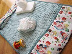 Facciamo il fasciatoio da viaggio fai da te! Ecco come creare questo utile accessorio per neonati.