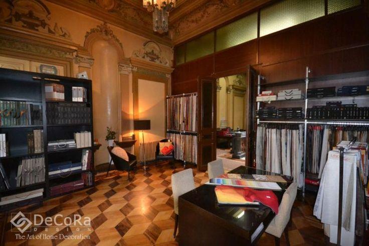 http://www.decoradesign.ro/index.php/showroom   Showroom-ul asigura accesul facil pentru clientii si colaboratorii sai. In plus, la Decora Design gasiti oricand un loc de parcare in cadrul curtii interioare si o ceasca de cafea in compania unui consilier cu experienta.
