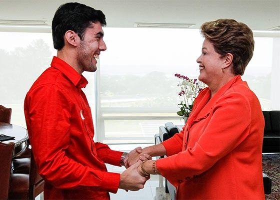 Agência contratada pelo PT paga R$ 20 mil de salário a criador de Dilma Bolada.  Jeferson Monteiro, o dono da personagem, encabeça lista de pagamentos da Pepper, a agência que faz guerrilha virtual para o partido.