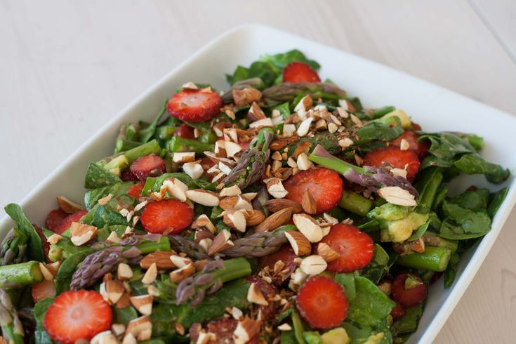 Recipe for spinach salad with strawberries and green asparagus. The salad is very healthy and perfect for most meat. It's easy to make and taste delicious.