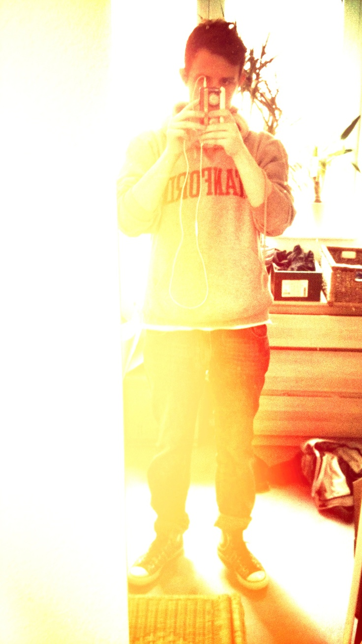 zwerglori style: colorful chucks, stanford hoodie.