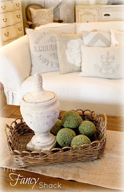 gorgeous home decor love the colors used and has a neat lamp with burlamp shade in one of her post