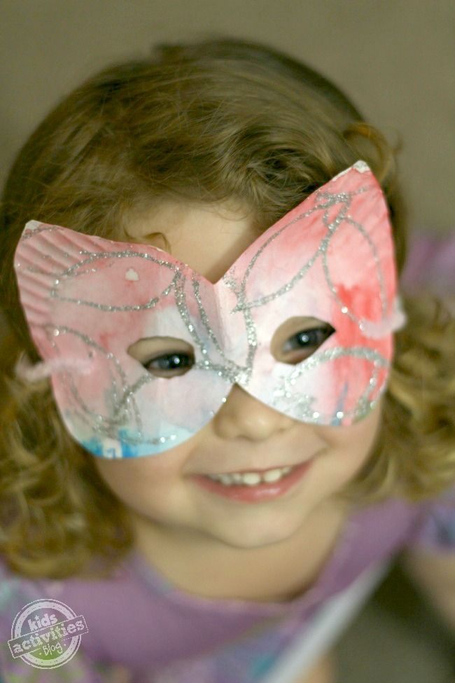 EASY KIDS CRAFT:  How to Make a Paper Plate Mask