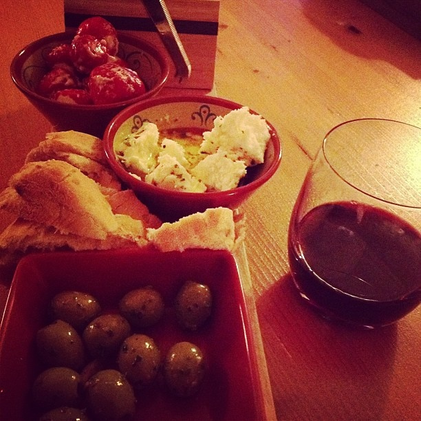Olijven, feta, turks brood & ruby port