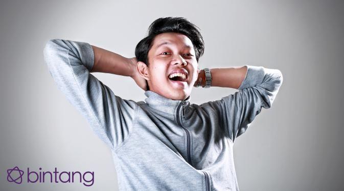 Meskipun dikenal sebagai komedian, Bayu Skak memiliki kemampuan membuat film animasi mengingat latar belakang pendidikannya adalah sekolah animasi. Sukses di youtube, membuatnya optimisistis untuk menghidupkan animasi Indonessia. Bayu bahkan membuat janji untuk tidak meninggalkan Indonesia.  #BayuSkak #Animator #EKSKLUSIF #Bintang #Indonesia