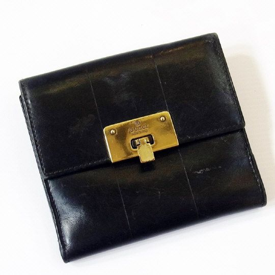 Gucci black leather wallet, with metal clasp. Estimate £60.00 to £90.00 (Lot no: 158 in sale on 05/08/2014) The Cotswold Auction Company