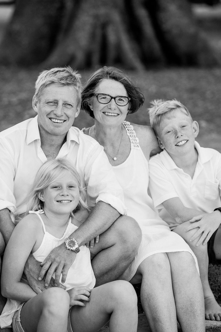 Professional family portraits on the beach by Canon Master Graham Monro of gm photographics #family #familyportraits #sydneyphotography