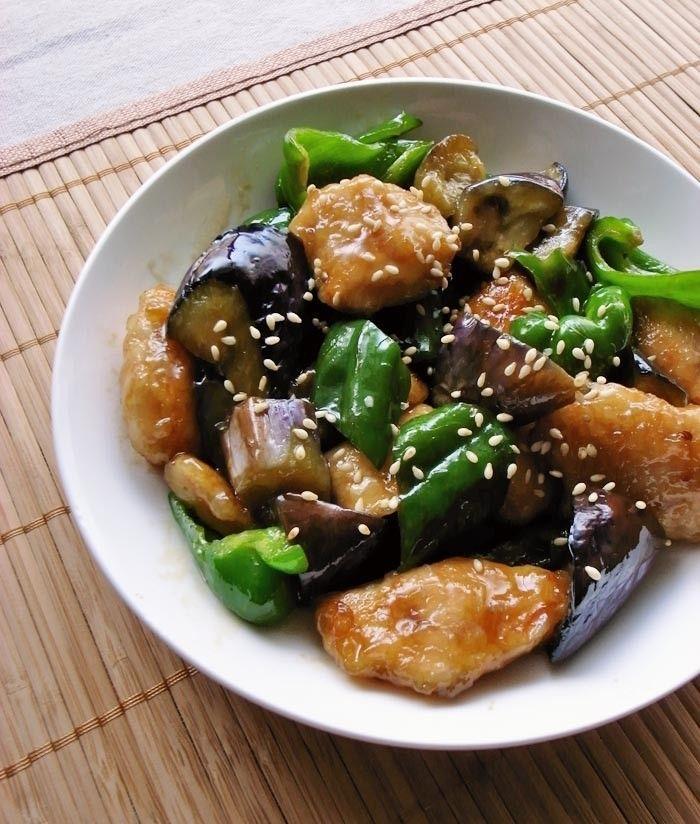 ★3000レポ感謝★オイスターソースとゴマ油で本格中華の味が簡単に決まります。なすピーマンが立派なメイン料理に変身♪