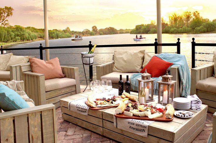 Open-air lounge at river - Pont de Val